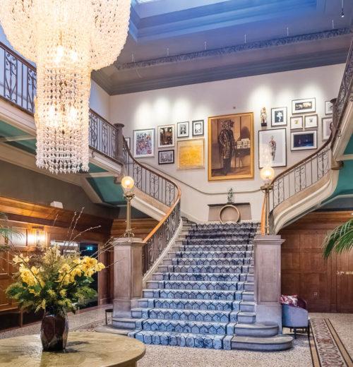 The Dixon Hotel - Entrance staircase